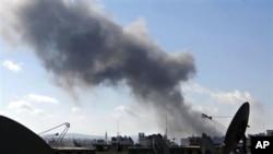 12일 화염에 휩싸인 시리아 알레포 시.
