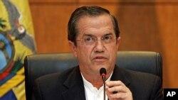 Ecuador's Foreign Minister Ricardo Patiño speaks to reporters in Hanoi, Vietnam, June 24, 2013.