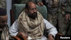 Saif al-Islam Gadhafi bị các chiến binh cách mạng Libya giam giữ, sau khi bị bắt