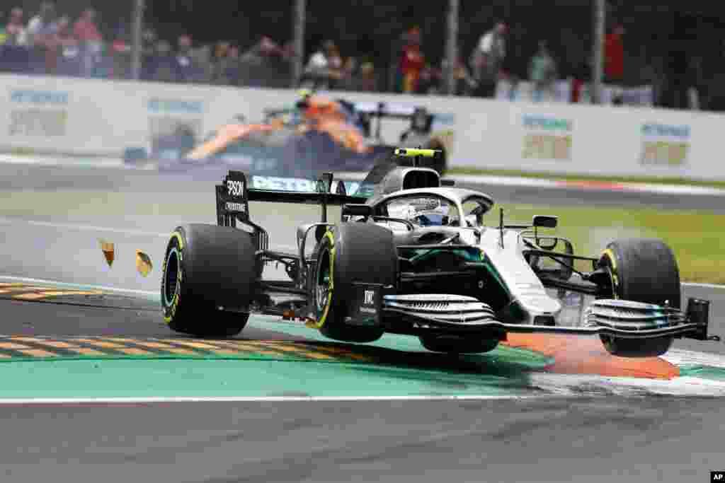 راننده فنلاندی تیم مرسدس، والتری بوتاس، یک روز پیش از برگزاری مسابقه فرمول یک در مونزا ایتالیا، پیست را با چند دور تمرینی ارزیابی میکند.