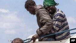 Des migrants arrivent sur l'île de Lampedusa, le 31 mai 2015. (AP Photo/Mauro Buccarello)