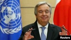 Le Secrétaire général de l'Onu, Antonio Guterres, lors d'une conférence de presse à Tokyo, au Japon, le 14 décembre 2017.