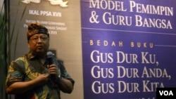 """Muhammad AS Hikam pada peluncuran buku """"Gus Dur Ku, Gus Dur Anda dan Gus Dur Kita"""" di Bentara Budaya Jakarta (2/11). (VOA/Andylala Waluyo)"""