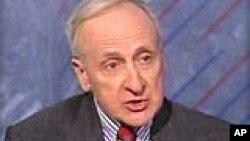 """Herman Cohen dit que la capture et le meurtre d'Oussama Ben Laden donne aux États-Unis un « coup de pouce psychologique """" dans sa guerre contre le terrorisme."""