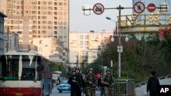 Naoružani policajci posle napada na železničkoj stanici u Kini
