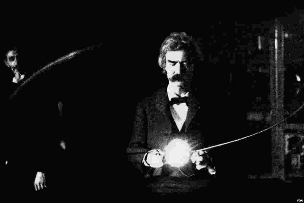Mark Tven Nikola Teslanın laboratoriyasında. 1894.