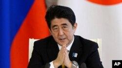29일 러시아 모스크바에서 열린 기자회견에서 아베 신조 일본 총리가 발언하고 있다.