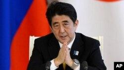PM Jepang Shinzo Abe (foto: dok). Abe mengirim penasihatnya, Isao Iijima, melakukan kunjungan mendadak ke Korea Utara Selasa 14/5.