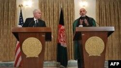 Президент Карзай і міністр Ґейтс під час спільної прес-конференції в Кабулі