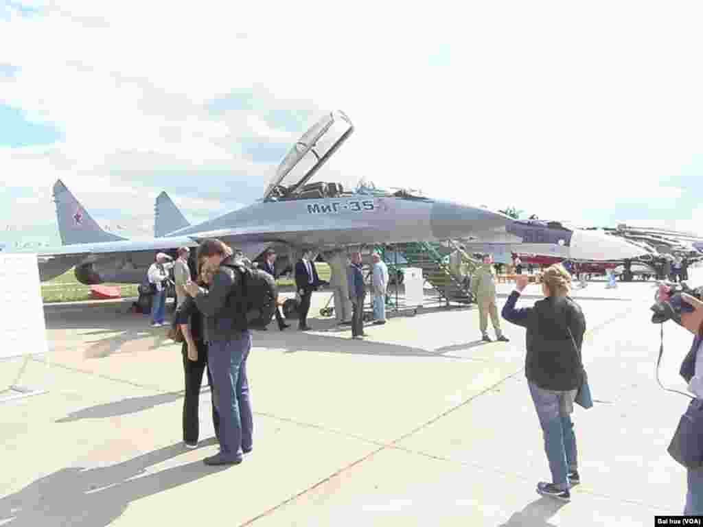 新式米格-35战机计划大批装备俄军(美国之音白桦拍摄)