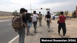 Des réfugiés d'Afghanistan venus à pied à Diyarbakir, en Turquie.
