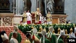 El Papa participa de la inauguración de una reunión de dos semanas con obispos católicos y líderes de otras religiones del Medio Oriente, en el Vaticano.