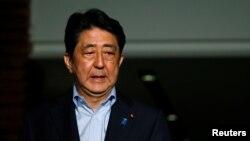 아베 신조 일본 총리가 지난 2일 방글라데시에서 벌어진 인질 테러 사건 현장에 자국민이 억류된데 대한 입장을 밝히고 있다.