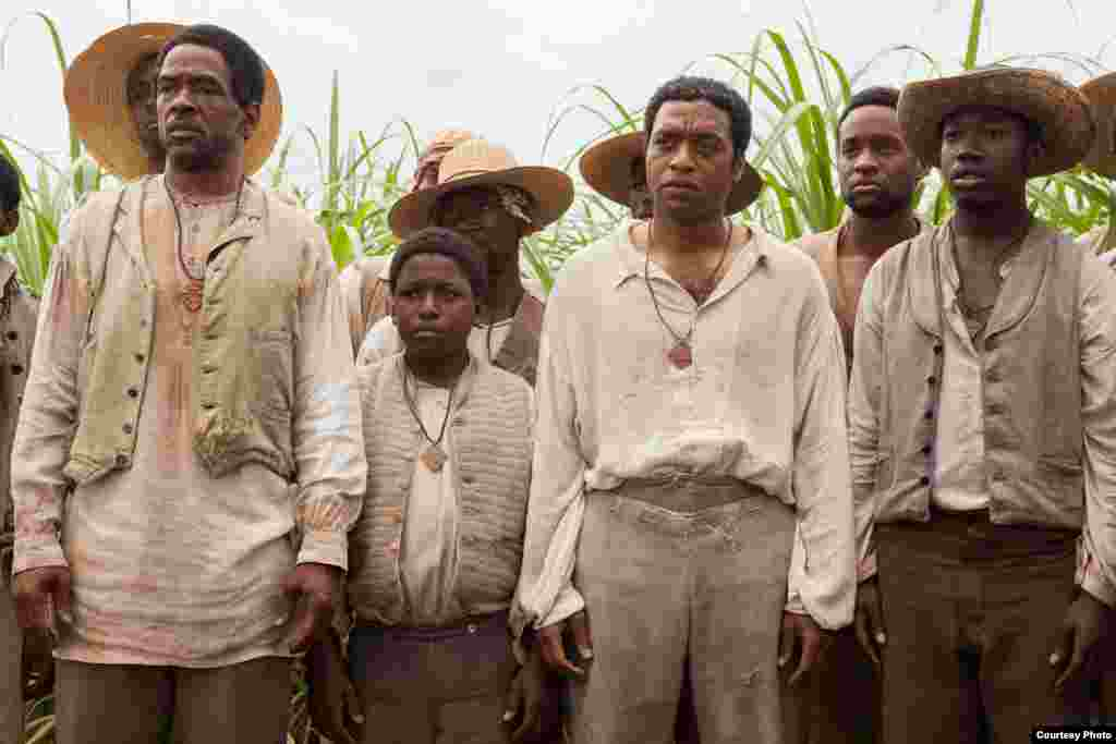 """""""12 Years a Slave"""" ni moja ya filamu zilizoteuliwa kwaajili ya sinema bora ya mwaka. (Oscars.org)"""