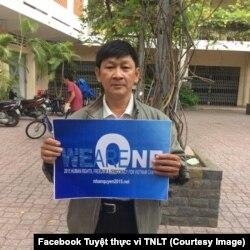 Ký giả và TNLT Trương Minh Đức, người đang tuyệt thực tại trại giam số 6 ở Thanh Chương, Nghệ An. (Facebook Tuyệt thực vì TNLT)