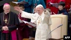 Đức Giáo hoàng cũng kêu gọi các tín đồ Công giáo 'không ngã lòng và không cam chịu'.