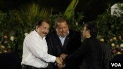 El mandatario de Irán culminó en Ecuador una gira por cuatro países en medio de los polémicos bloqueos que enfrenta por su programa nuclear.