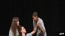 Arena səhnəsi Amerika teatrının səhnələşdirmə, inkişaf və əsas etüd mərkəzidir