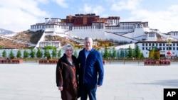 美國駐中國大使布蘭斯塔德夫婦2019年5月22日遊西藏資料照。
