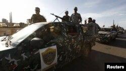 Lực lượng an ninh Libya đột kích cơ sở của một nhóm dân quân ở Tripoli, ngày 23/9/2012