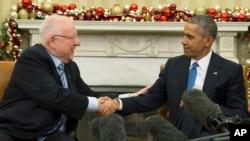 El presidente Barack Obama, derecha, expresó su deseo a su homólogo Reuven Rivlin, de que se logre la paz entre Israel y Palestina.
