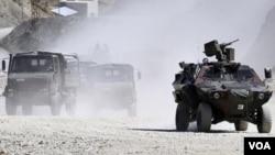 Militer Turki menggempur posisi pemberontak di perbatasan Turki-Irak (foto: dok.).
