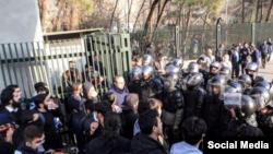 گزارشها حاکی از حضور ماموران یگان ویژه در اطراف دانشگاه تهران است