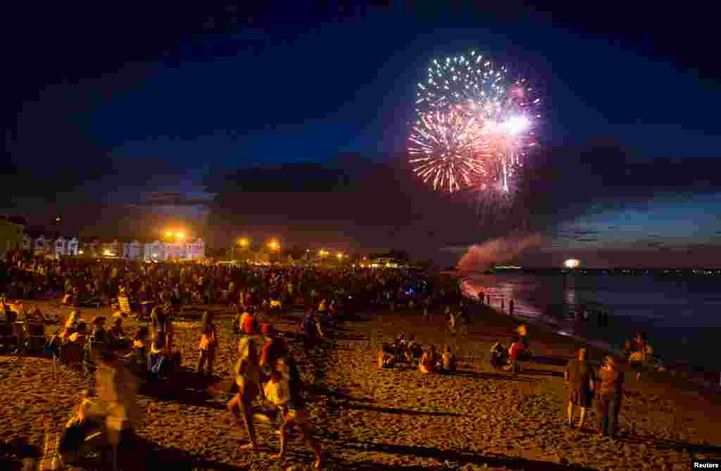 Fireworks for Independence Day are seen on the New Jersey shore, July 3, 2013.