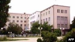 Vritet në vendin e tij të punës, drejtori i arsimit të Prishtinës