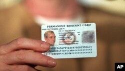 미국 영주권 카드. (자료사진)