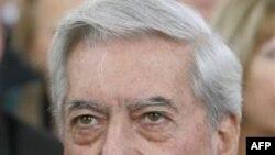 Nhà văn người Peru Mario Vargas Llosa