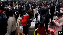 2019年2月1日北京南站等候搭乘高铁回家过年的人潮。