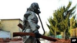 독성물질 제거작업에 동원된 항가리 군인