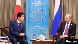 安倍與普京2017年11月10日出席APEC峰會時會面(路透社)