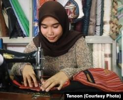Tenoon memusatkan produksinya di Makassar, Sulawesi Selatan dengan mempekerjakan para difabel. (Foto: Tenoon)