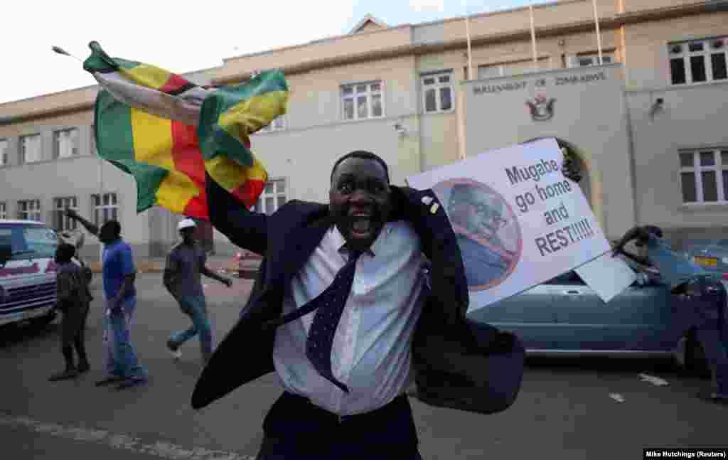 As ruas de Harare rebentaram de euforia após a renúncia de Robert Mugabe