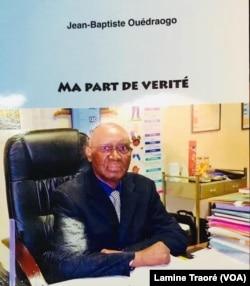 """Le livre """"Ma part de vérité"""" de Jean-Baptiste Ouédraogo, Ouagadougou le 10 février 2020 (VOA/Lamine Traoré)"""