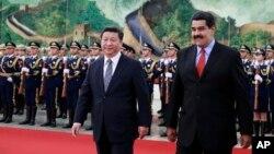 El presidente venezolano Nicolás Maduro se reunión con su contraparte chino, Xi Jinping, en Beijing.