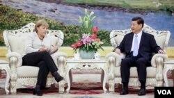 Almanya Başbakanı Angela Merkel ve Çin Başkan Yardımcısı Xi Jinping
