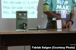 Các phát minh sáng tạo như thế này được thực hiện tại Fablab, là một phần của một phong trào đang phát triển tại Việt Nam dựa trên công nghệ và đào tạo thực tế
