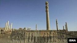 بخشی از مجموعه باستانی تخت جمشید در نزدیکی شیراز