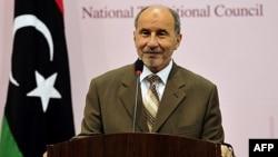 Chủ tịch Hội đồng Chuyển tiếp Quốc gia Libya NTC Mustafa Abdel Jalil trong cuộc họp báo ở Benghazi