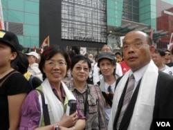 民进党主席苏贞昌率立委参加图博集会游行(美国之音申华拍摄)