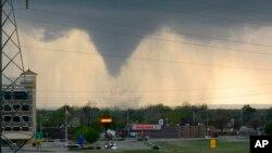 El Centro de Predicción de Tormentas dijo que los residentes de las áreas más impactadas deben tener planes para buscar refugio de las tormentas repentinas.