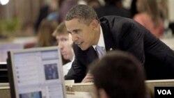 Presiden Obama adalah politisi yang rajin menggunakan teknologi, termasuk Twitter dan Facebook, sebagai alat untuk berkampanye.