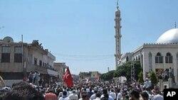 叙利亚示威者在霍姆斯附近抗议阿萨德总统的统治