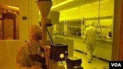 Tim ilmuwan CalTech sedang mengembangkan satu cara membunuh virus HIV yang sangat berbeda dari cara kerja vaksin AIDS tradisional.
