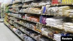 卡塔尔多哈的一家超级市场(资料照片)