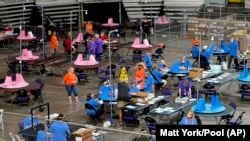 지난 5월 미 애리조나주 매리코파 카운티에서 대선 재검표가 진행되고 있다. (자료사진)