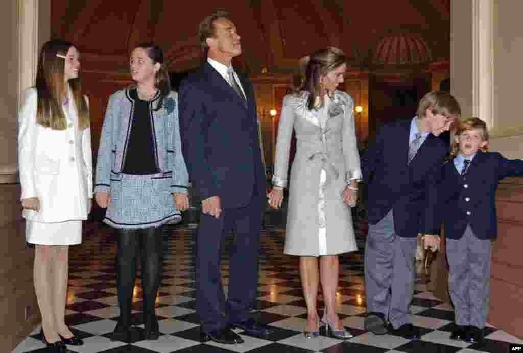 Арнольд Шварценеггер и Мария Шрайвер с детьми, 17 ноября 2003г.